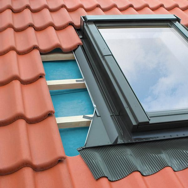 fakro eindeckrahmen im dachgewerk dachfenster shop. Black Bedroom Furniture Sets. Home Design Ideas