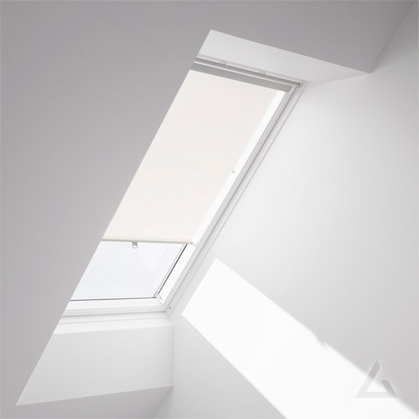 velux rollo mit haltekrallen rhu f r kunststoff fenster vor 2001 alle ausf hrungen bei dachgewerk. Black Bedroom Furniture Sets. Home Design Ideas