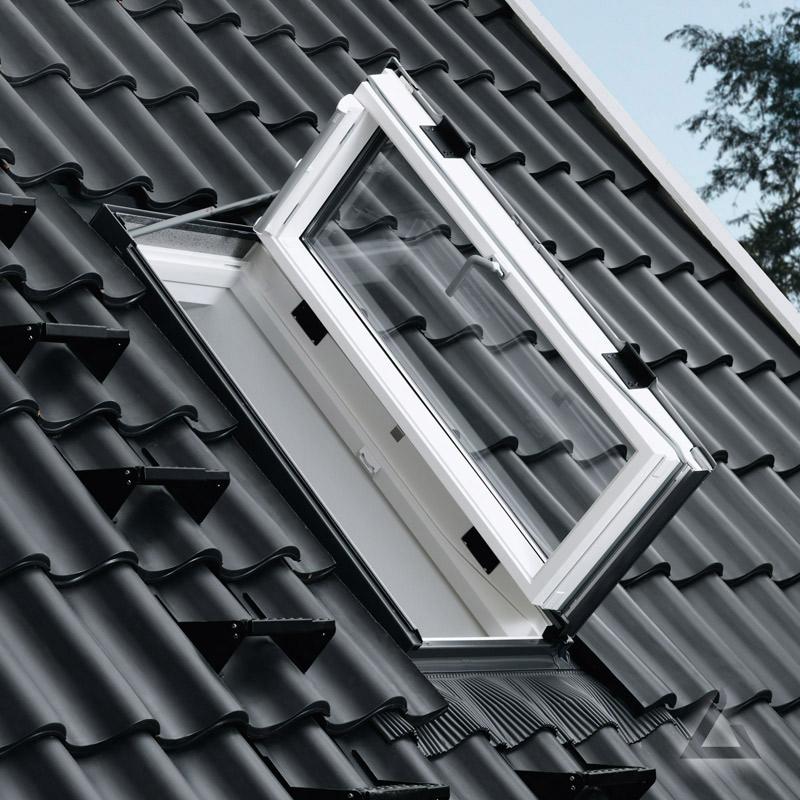 velux wohn ausstiegsfenster gxu kunststoff mit t rfunktion g nstig kaufen bei dachgewerk. Black Bedroom Furniture Sets. Home Design Ideas